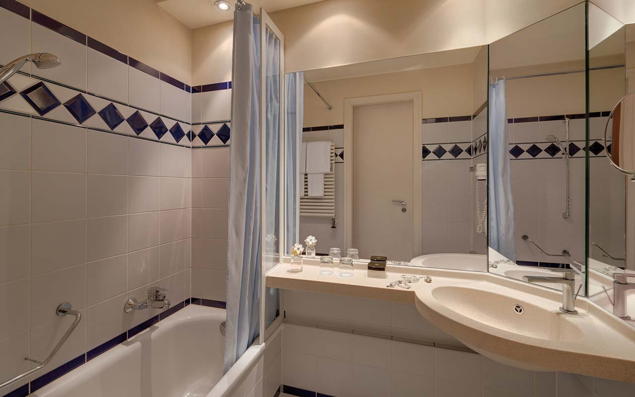 Cosmopolitan Hotel - Bathroom