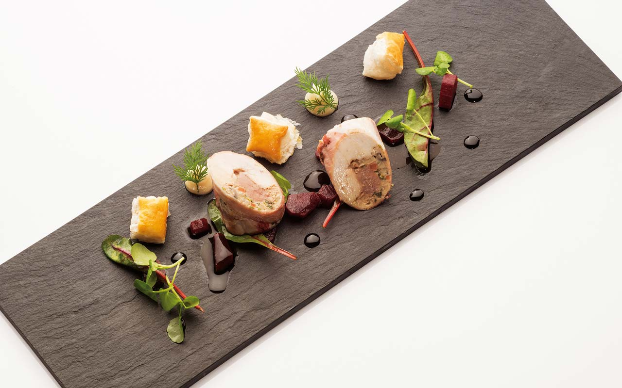 Food Vinothek - Roulade of chicken with black salsify and puff pastry