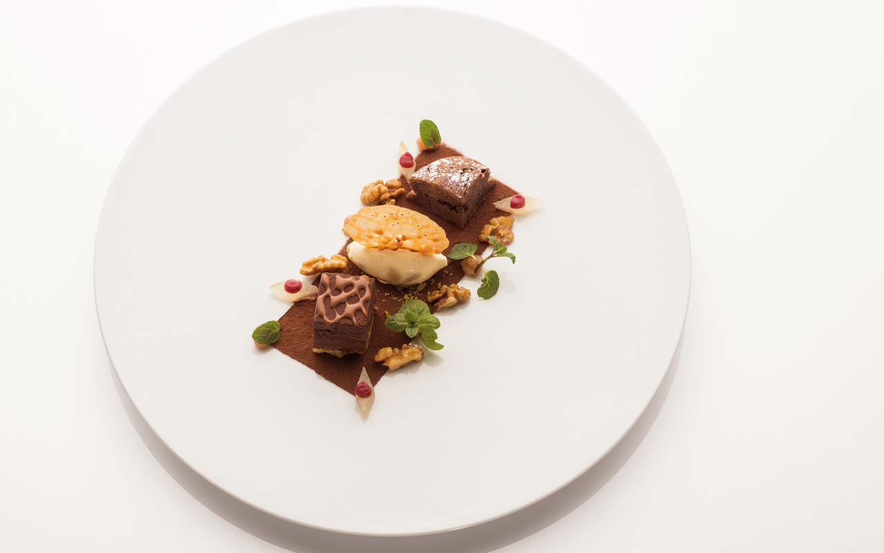 Food Vinothek - Twice of chocolate with pear and Banyuls
